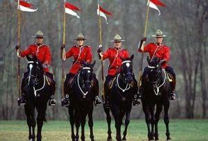 Виды формы королевской канадской конной полиции